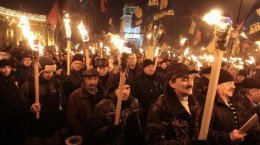 Fakkeltog til minne om nazi-kollaboratøren Stepan Bandera i Kiev i januar 2014