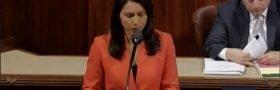Tulsi Gabbard (D-HI) fremmer lov mot støtte til terrorister