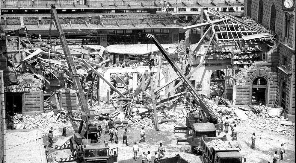Jernbanestasjonen i Bologna etter det fascistiske bombeattentatet