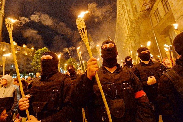 Den nazistiske fakkelmarsjen i Kiev 29.04.2014