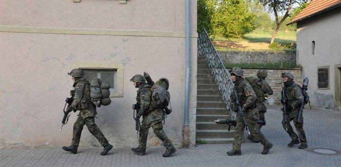 Bundeswehr trener på innsats i en by