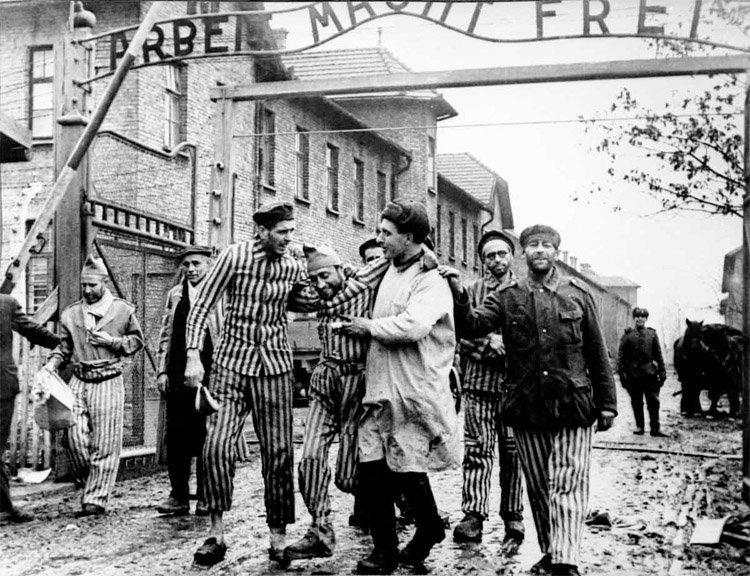 Den Røde Armé frigjør Auschwitz  27. januar 1945