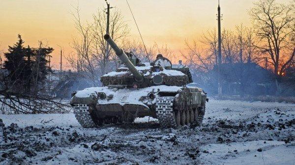 tanks i solnedgang ukraina