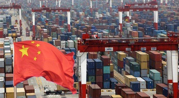 Kinas havner er fulle av konteinere på vei til verdensmarkedet