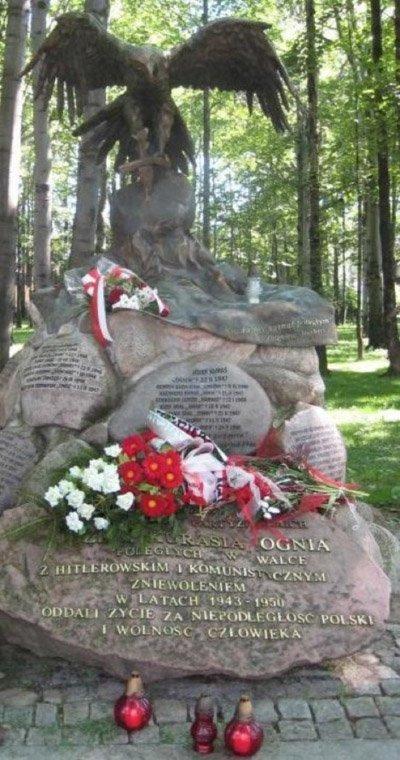 """Monumenet over """"helten""""Józef Kuraś """"Ogień"""" ..."""