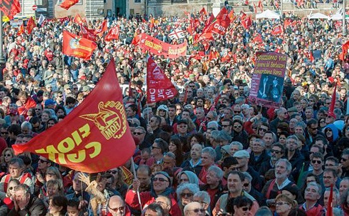 FIOM demonstrerer på Piazza del Popolo
