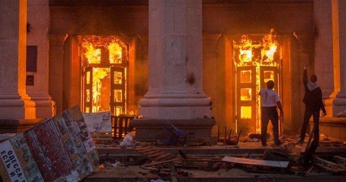 2. mai 2014. Fagforeningenes hus i Odessa brenner.
