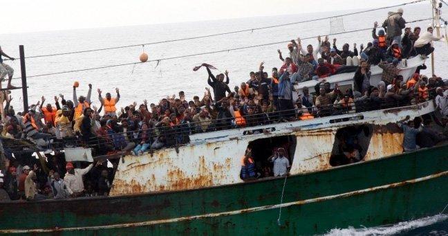 flyktninger båt