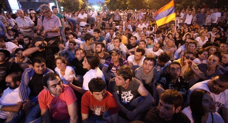 Fra protestene i Jerevan