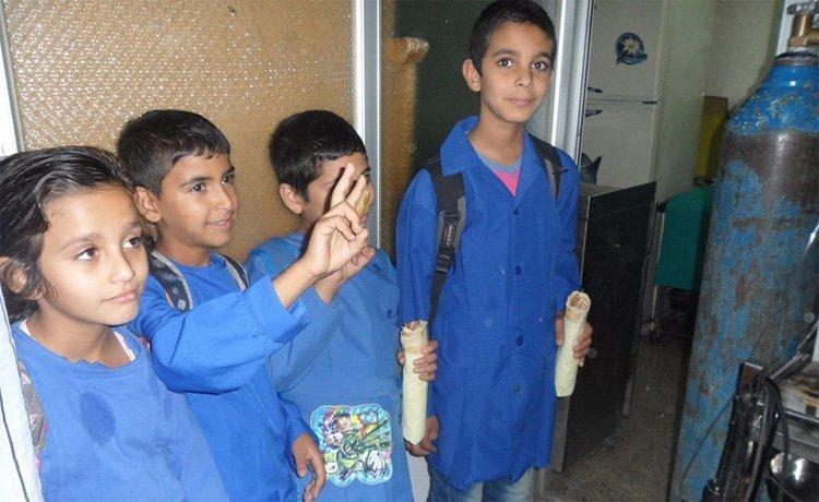 Palestinske barn på skole utenfor flyktningeleieren Yarmouk i Damaskus