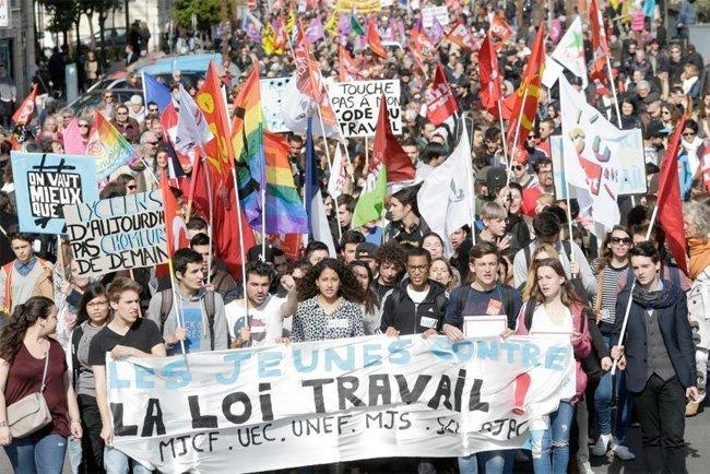 Hele Frankrike demonstrerer. Her demonstrasjonen i Nice.