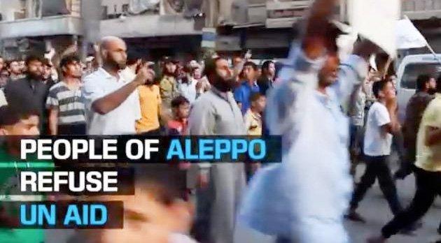 """Demonstration i de östra """"oppositionskontrollerade"""" delarna av Aleppo mot införseln av nödhjälp från FN och mot USA:s och Rysslands avtal om vapenvila."""