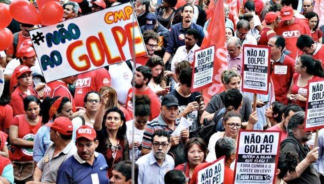 Fagforeningsprotest mot kupplanene i Brasil i São Paulo 16. desember 2015. Robson B. Sampaio