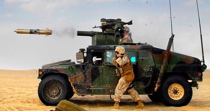 Her skytes en TOW-rakett ut. Dette er meget avanserte og dyre våpen. Det er USA som produserer disse.