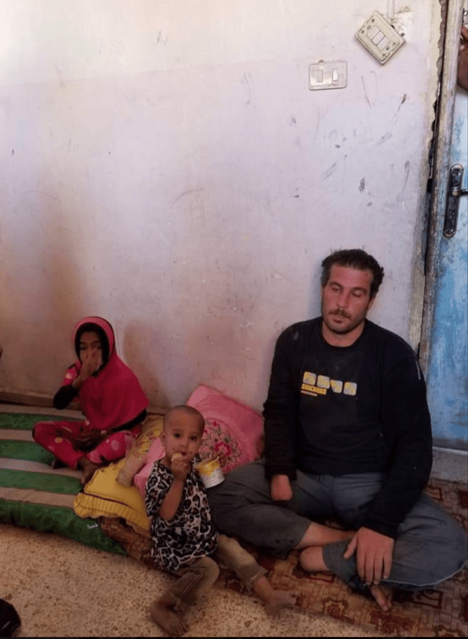 I Syria ligger ofrene og bevisene igjen, blant mange denne pappaen og barna hans på fem og tre år, barn på samme alder som de norske barna som nå har blitt hentet hjem.