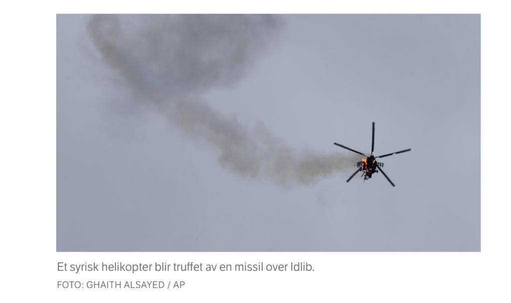 Et bilde som inneholder himmel, flygende, røyk, fly  Automatisk generert beskrivelse
