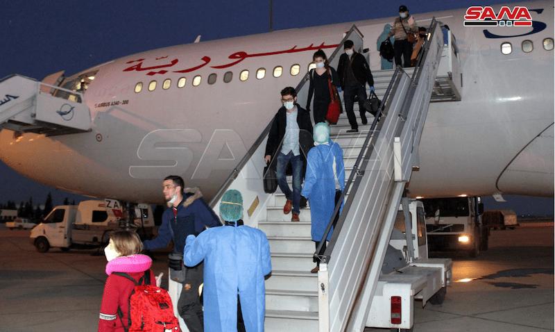 Et bilde som inneholder fly, person, lastebil, personer  Automatisk generert beskrivelse